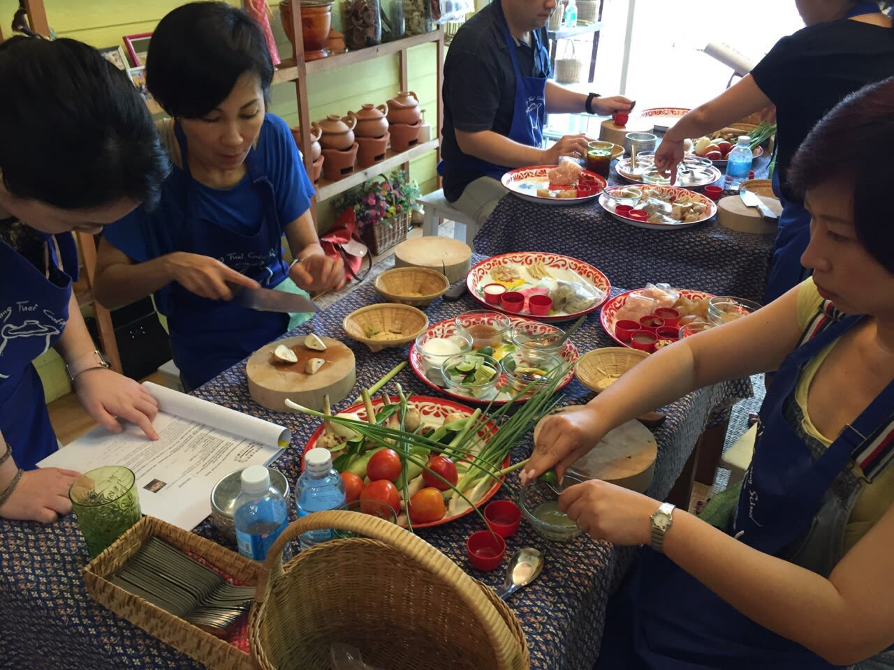 10-Activities-That-Will-Make-You-Wish-Family-Time-Would-Never-End-sompong-cooking-class-bangkok
