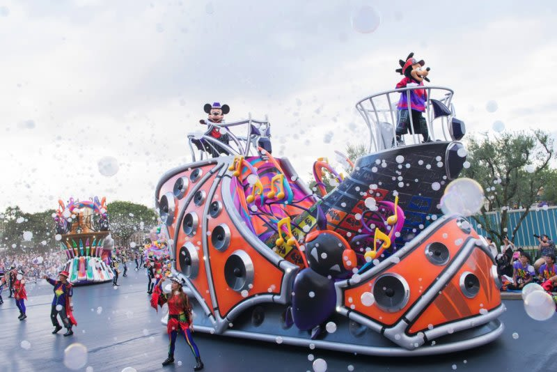 Scare-Yourselves-Silly-At-These-Horrific-Halloween-Scarefests-tokyo-disney-resort-halloween-pop-n-live