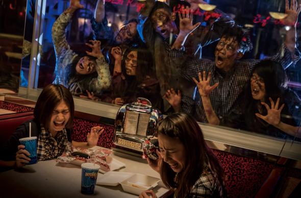 Zombies terrorizing visitors at a cafe at Universal Studios Japan