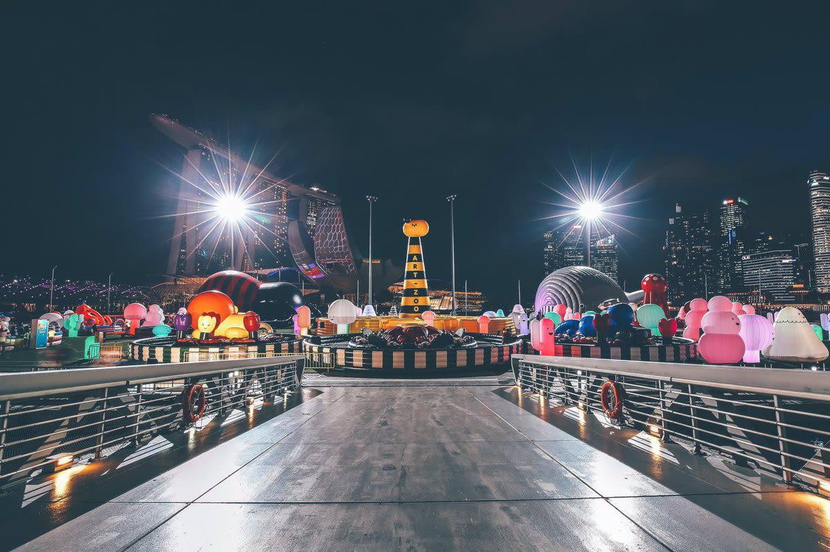 Art-zoo at night