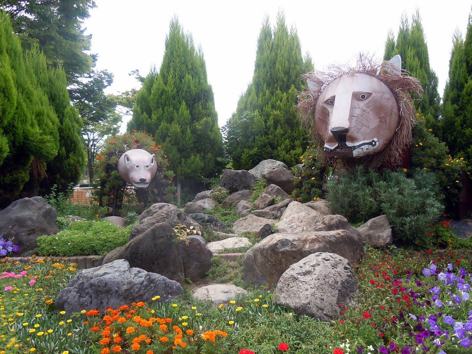 Animal sculptures at Tennoji Park