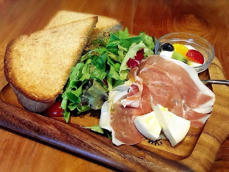 Breakfast set at La Terrasse Cafe et dessert