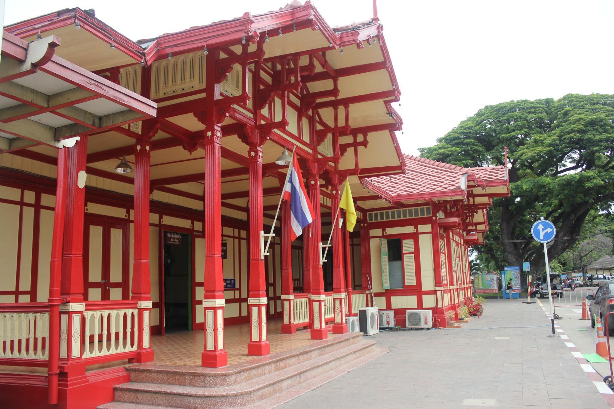 Hua-Hin-Car-Charter-Railway-Station-2