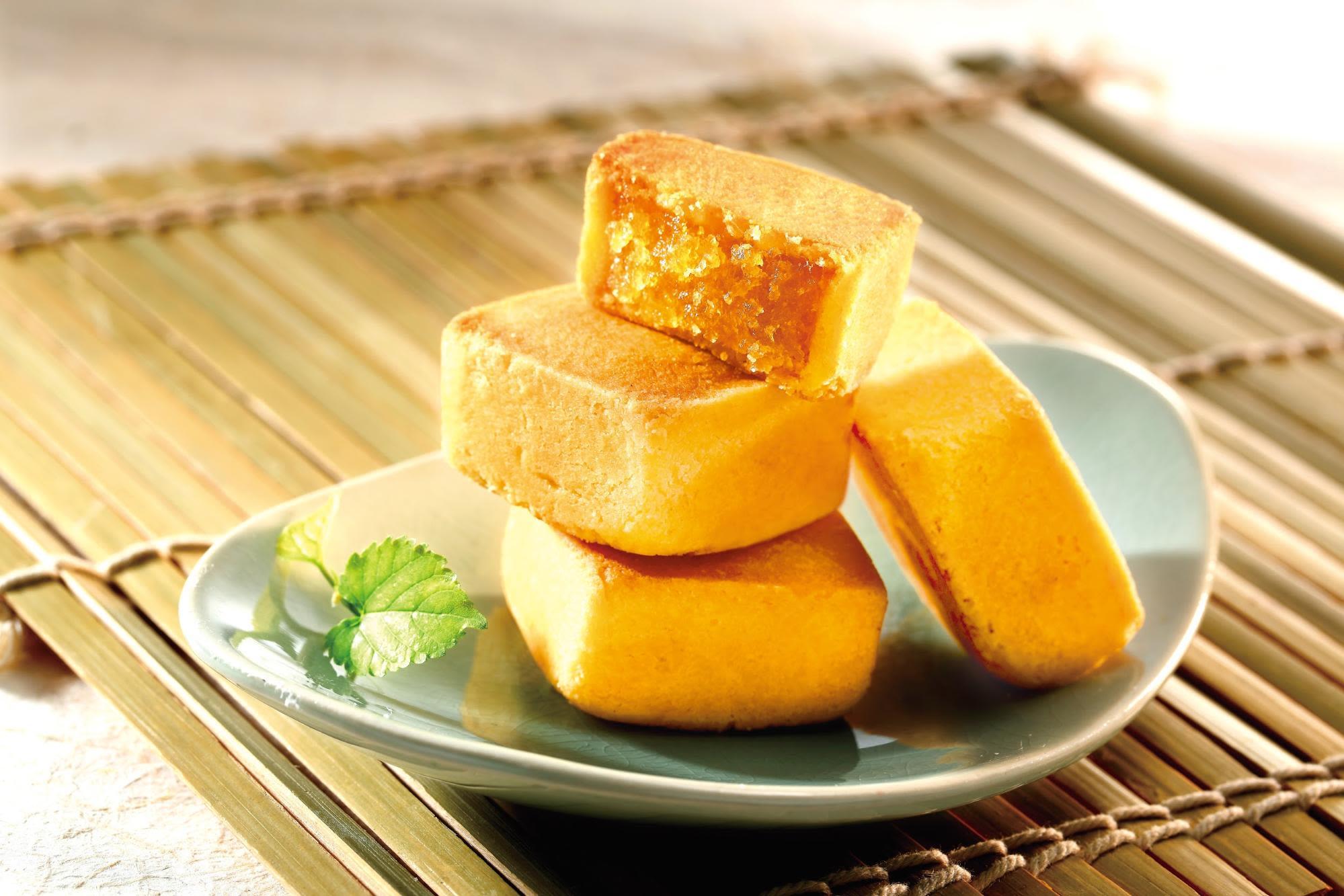 chia-te-bakery-pineapple-cakes