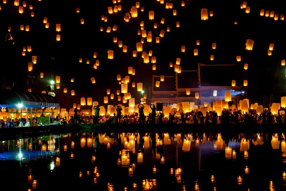 thailand floating lanterns, floating lanterns, thailand festivals, yee peng festival thailand, yee peng thailand, loi krathong thailand