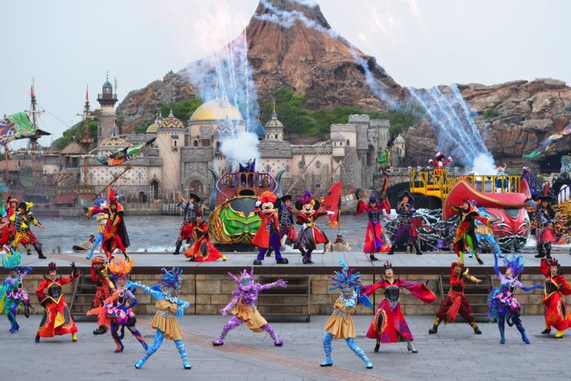 Scare-Yourselves-Silly-At-These-Horrific-Halloween-Scarefests-tokyo-disney-villains-world