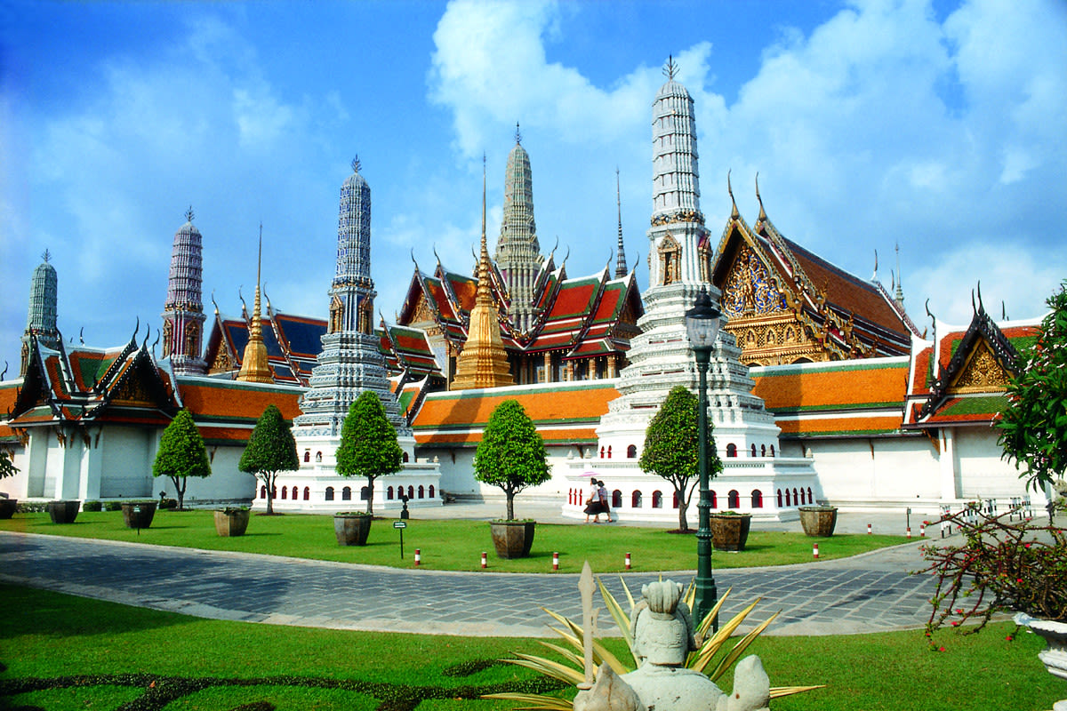 how-to-save-$100-on-your-year-end-holiday-to-Thailand-grand-palace