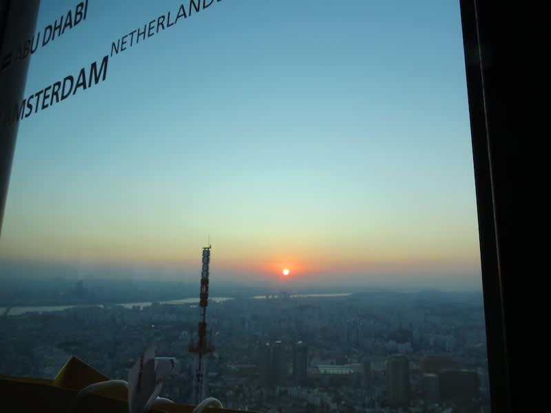 N Seoul Tower หอคอยชมวิวกรุงโซล เกาหลี! รีวิวเที่ยวขึ้นหอคอยชมวิวตอนกลางคืนฉบับสมบูรณ์แบบ