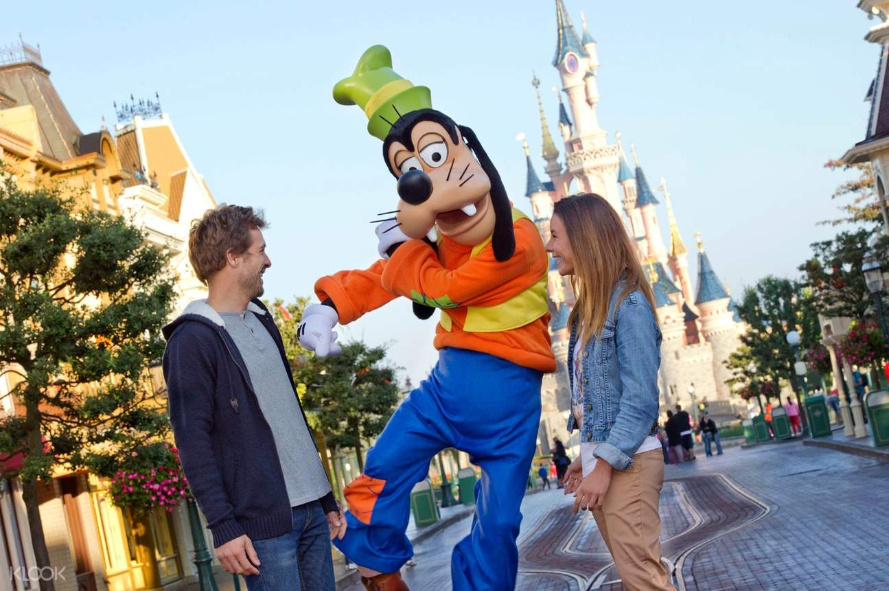 Adults Do Disney - Ideal Itineraries for 'Bigger Kids' (aka Adults!)