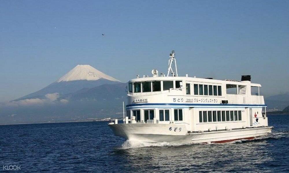 boat on suruga bay cruise