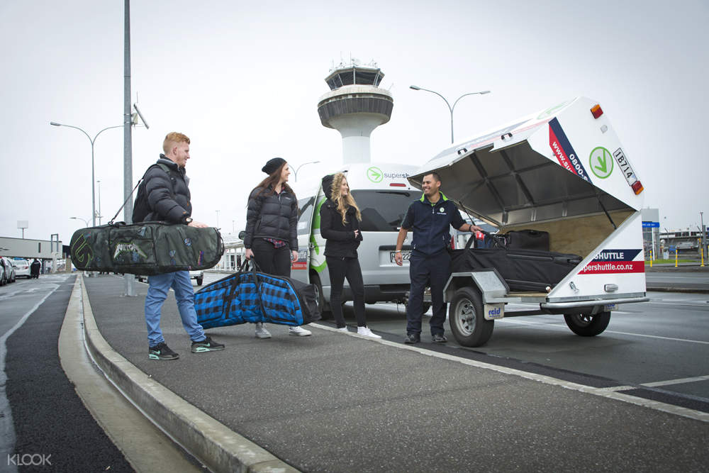 tourists board an airport pick up service in dunedin