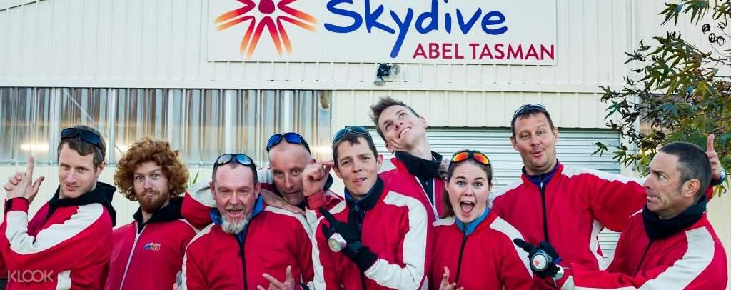 Professional guide of skydive Abel Tasman