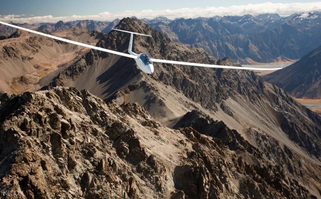 山峰飛行探險