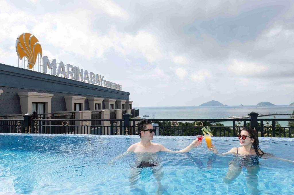 hồ bơi tại Marina Bay Côn Đảo