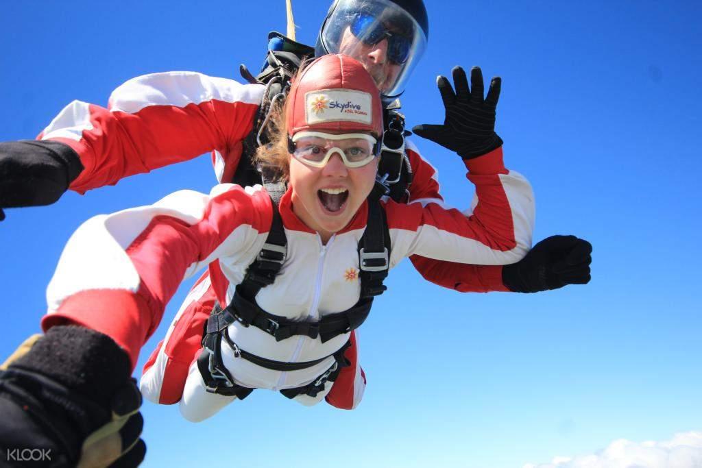 Freefall of skydive Abel Tasman