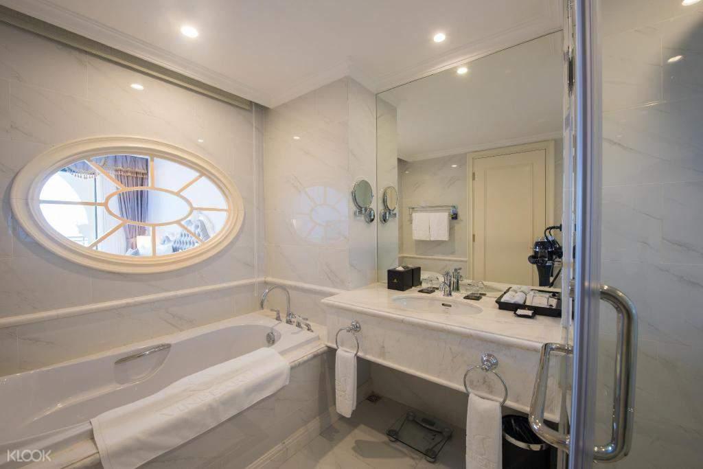 Phòng tắm tại phòng resort VinOasis