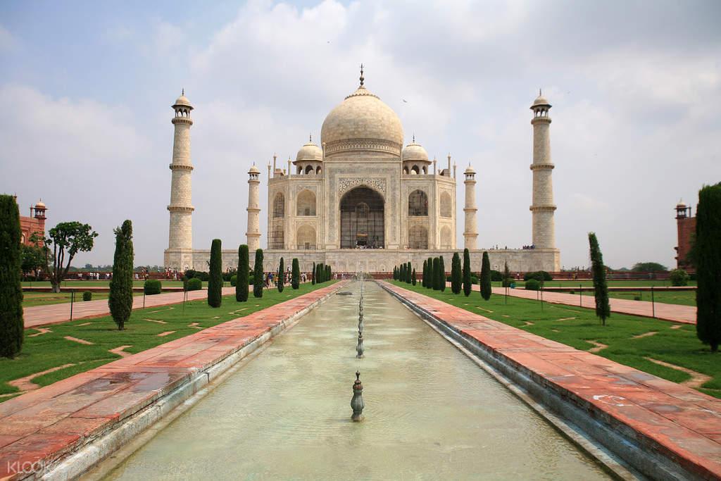 facade of taj mahal in india