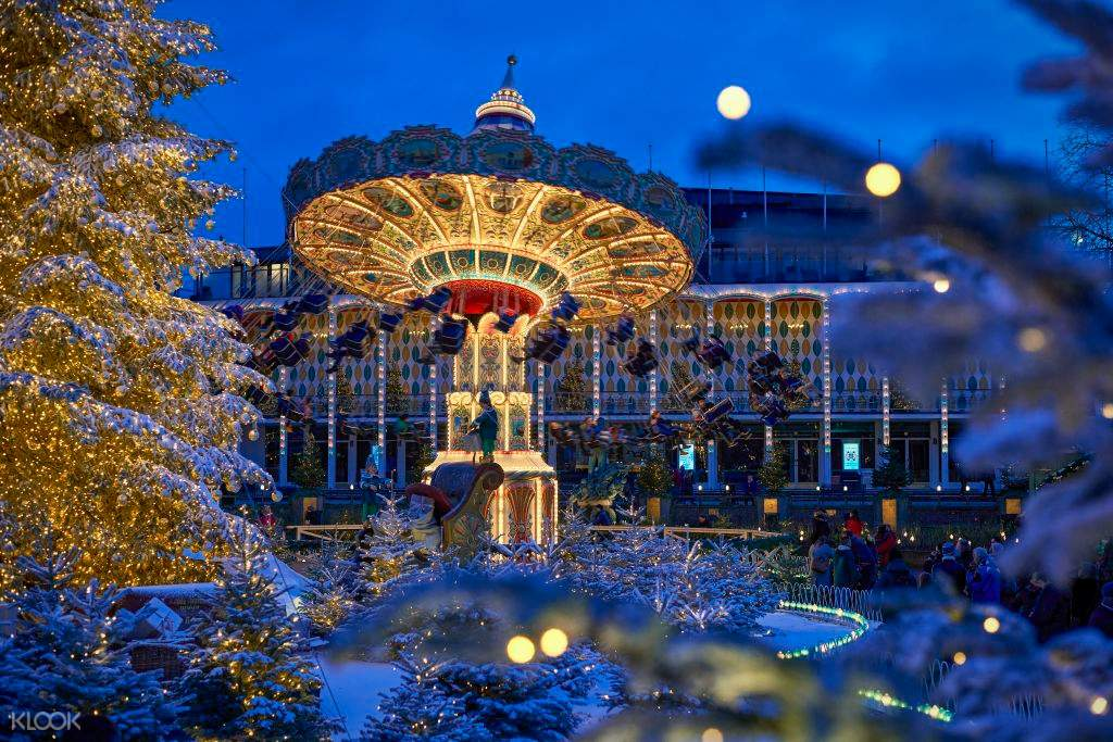 view of the entire tivoli gardens with lake