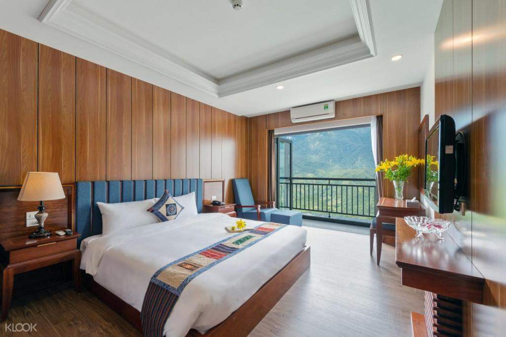 Superior mountain view room