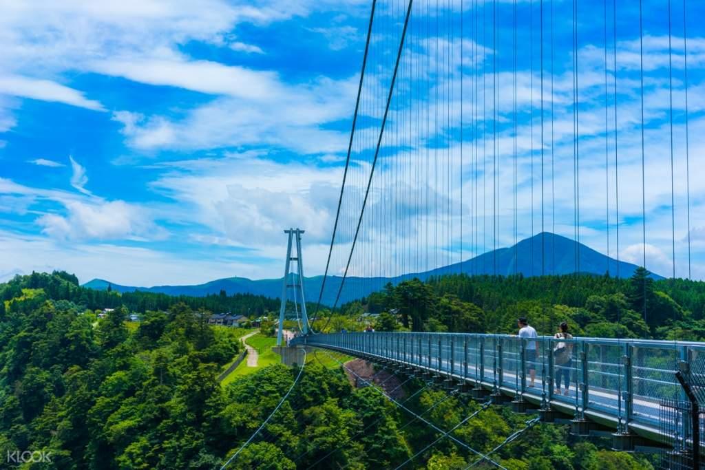kokonoe yume suspension bridge and natural landscapes