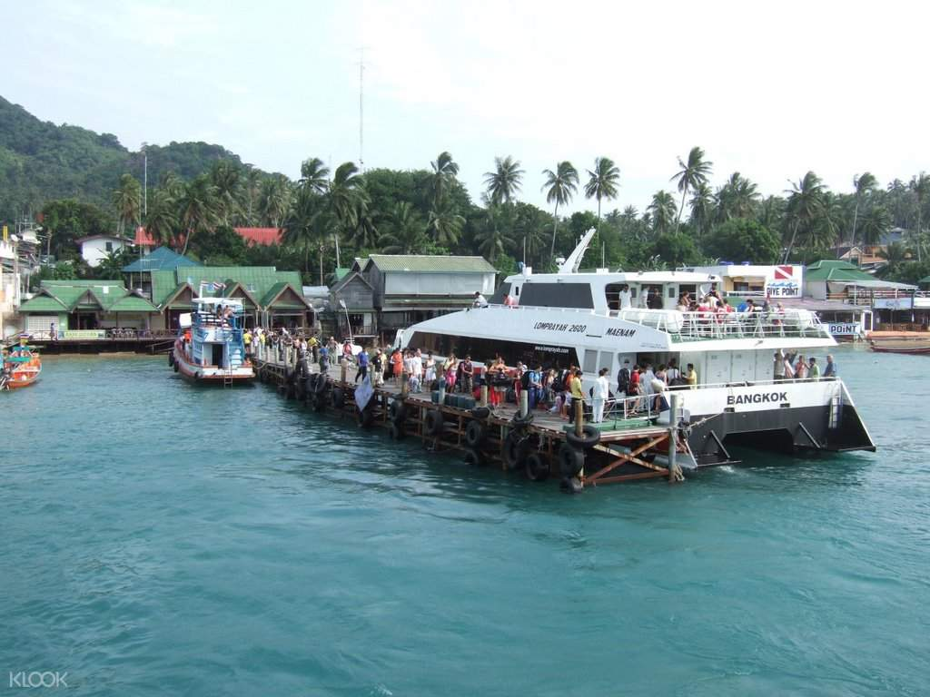 Koh Tao pier at Lomprayah Ferry One Way Ticket to and from Krabi and Koh Tao