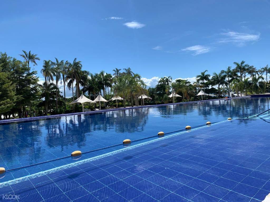 Solea Mactan's infinity pool