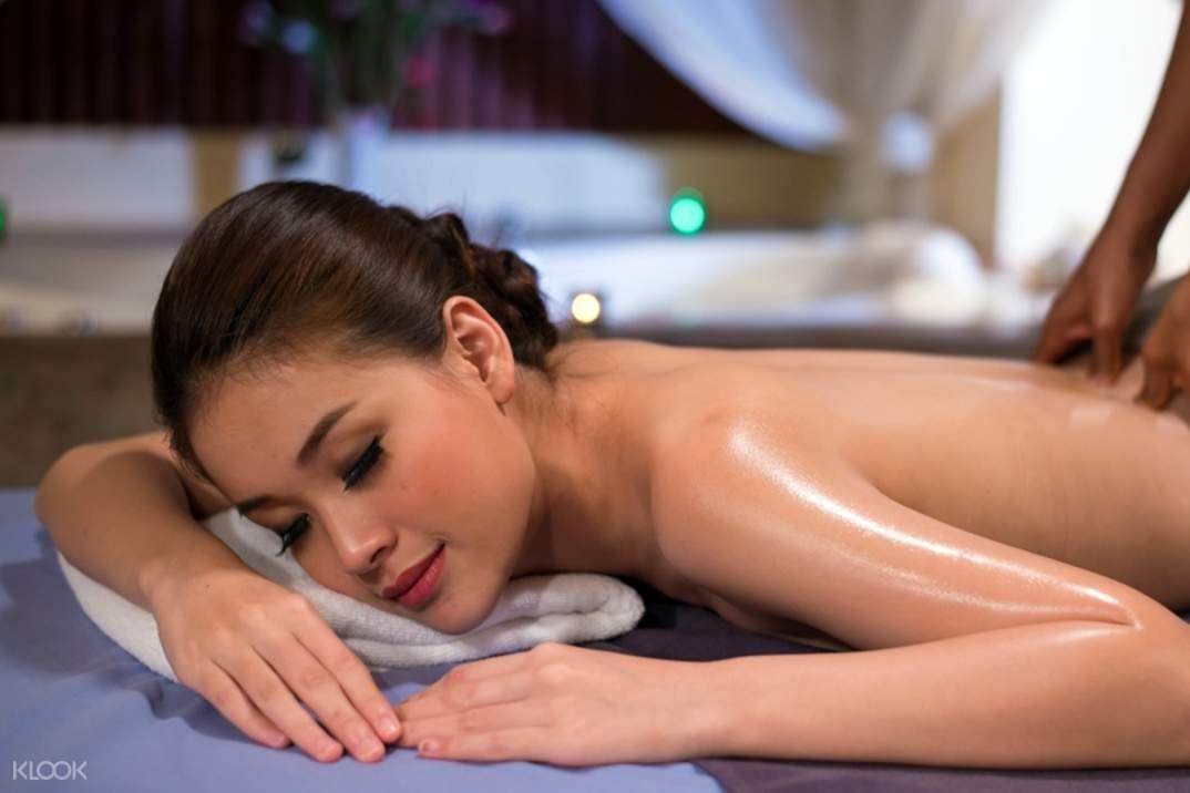 woman having a massage at the peak spa and beauty salon