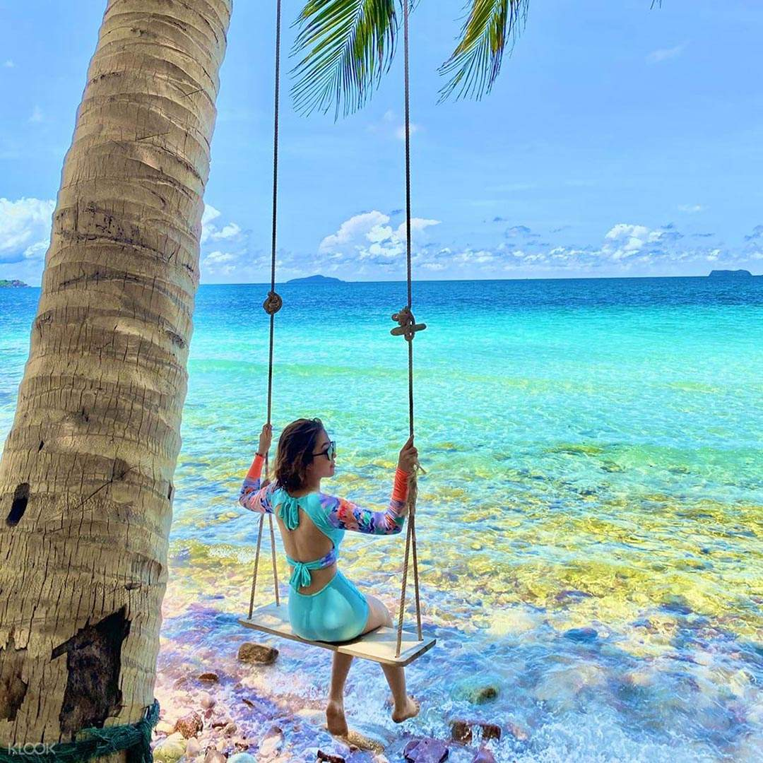 4-islands-hopping-the-rainbow-show-phu-quoc