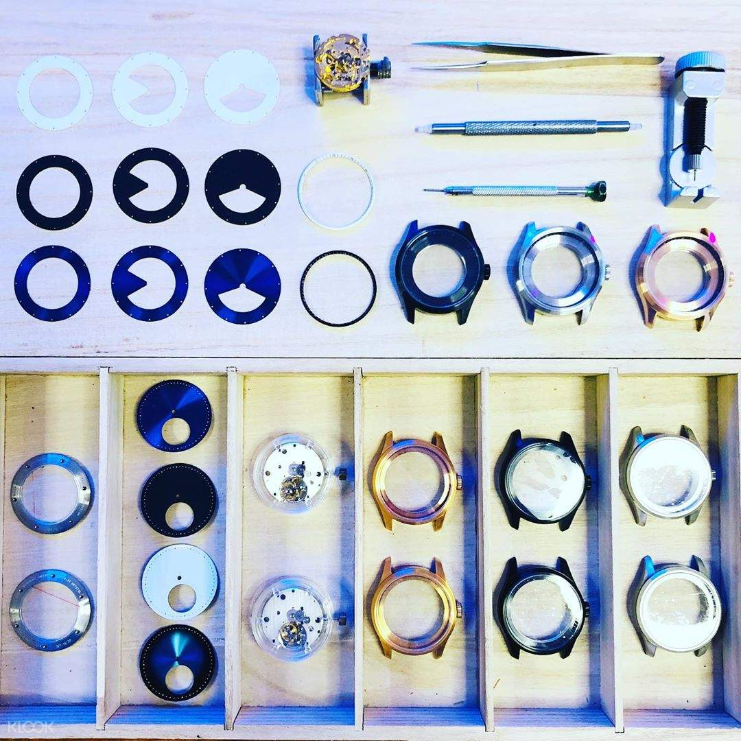 Select your favourite caliber, watch case, surface and strap from over 100 options of components