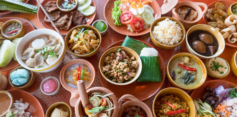 Buffet lunch at Pattaya floating market