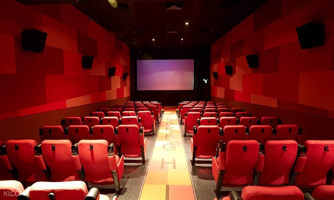 安坐在戲院內的舒適座椅上好好享受電影