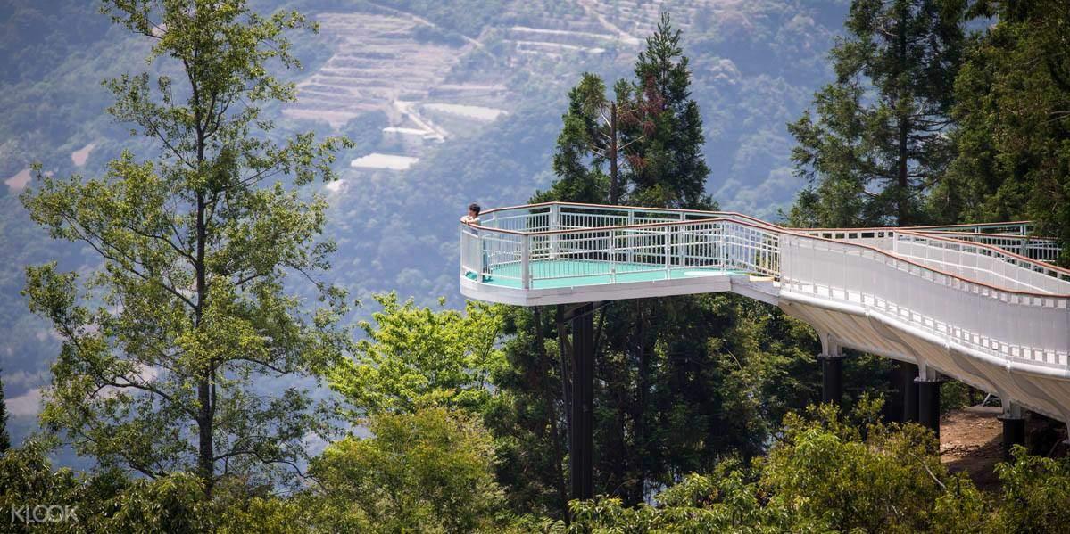 Cingjing Skywalk Shared Transfers between Cingjing Farm & Sun Moon Lake and Taichung, Taiwan