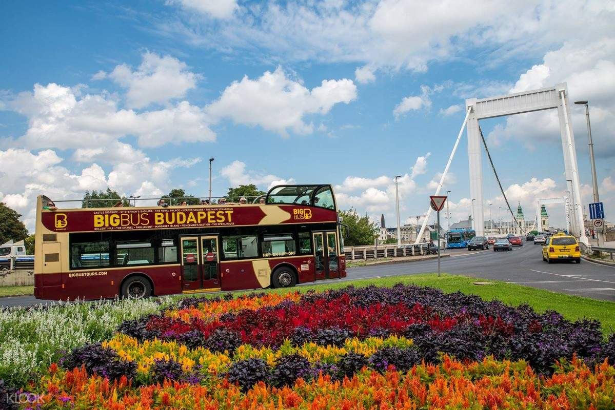 Budapest hop-on hop-off bus