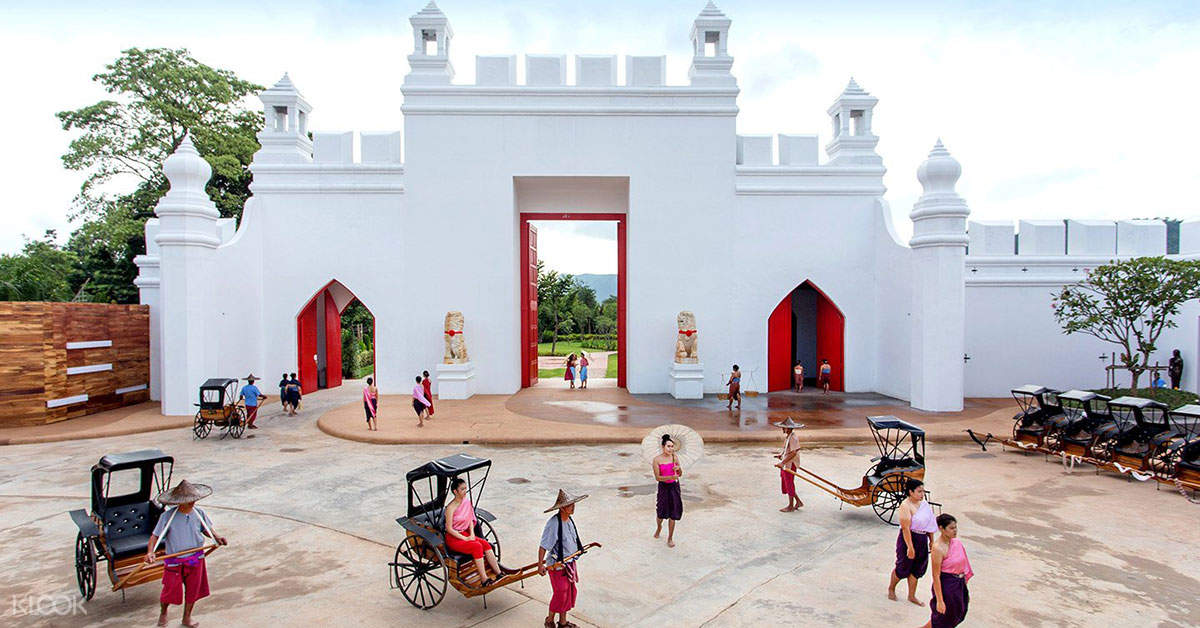 Go back in time to the reign of King Rama V when you go to Mallika City, a vintage town