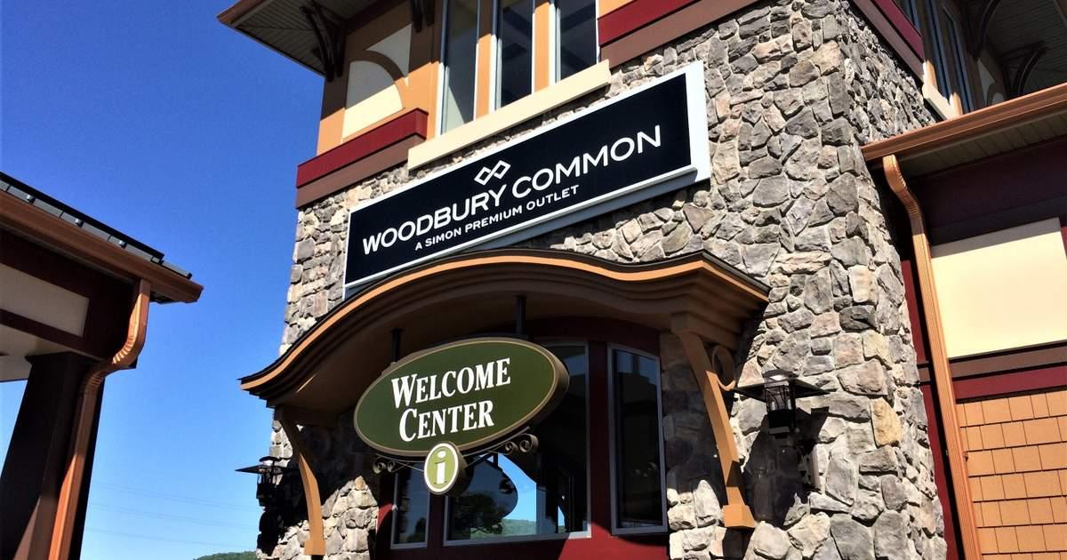 nike store woodbury commons