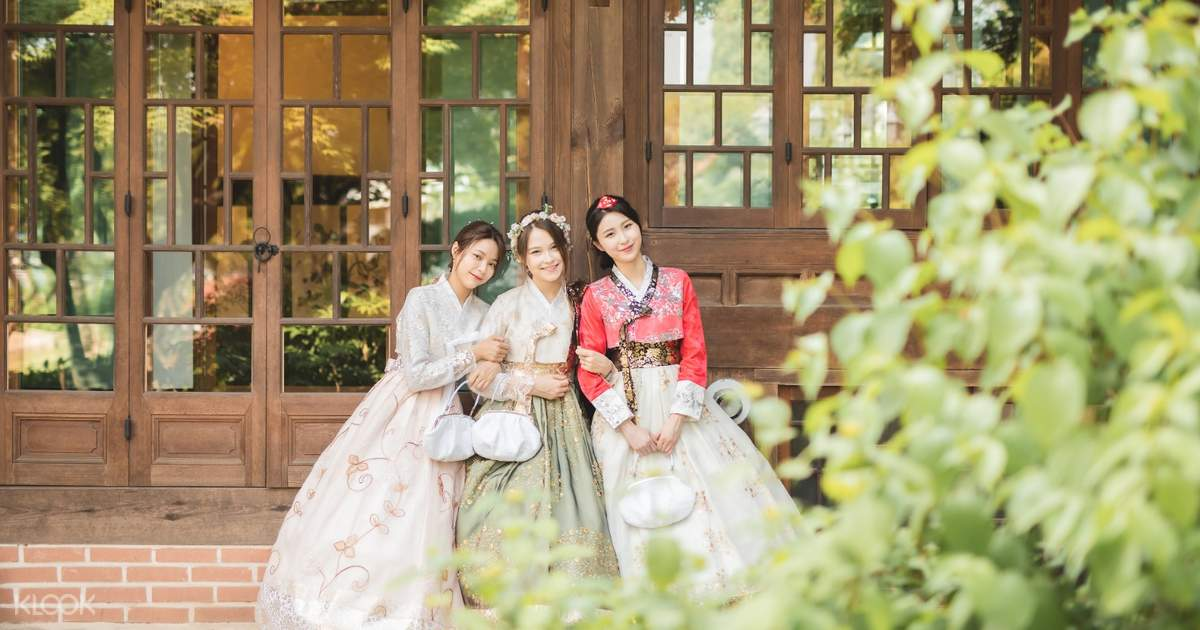 Bukchon Oneday Hanbok Rental Experience in Seoul - Klook