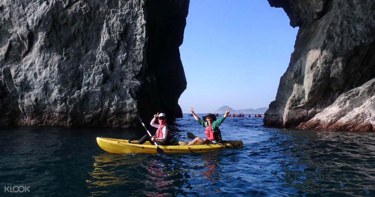 Dong'ao Bay Sea Cave Kayaking - Klook