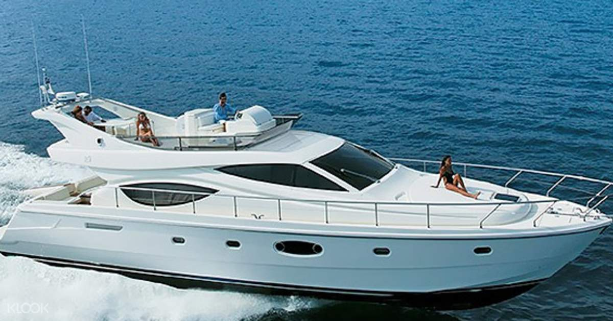 World-Famous Lifestyle on Your Boat Lease