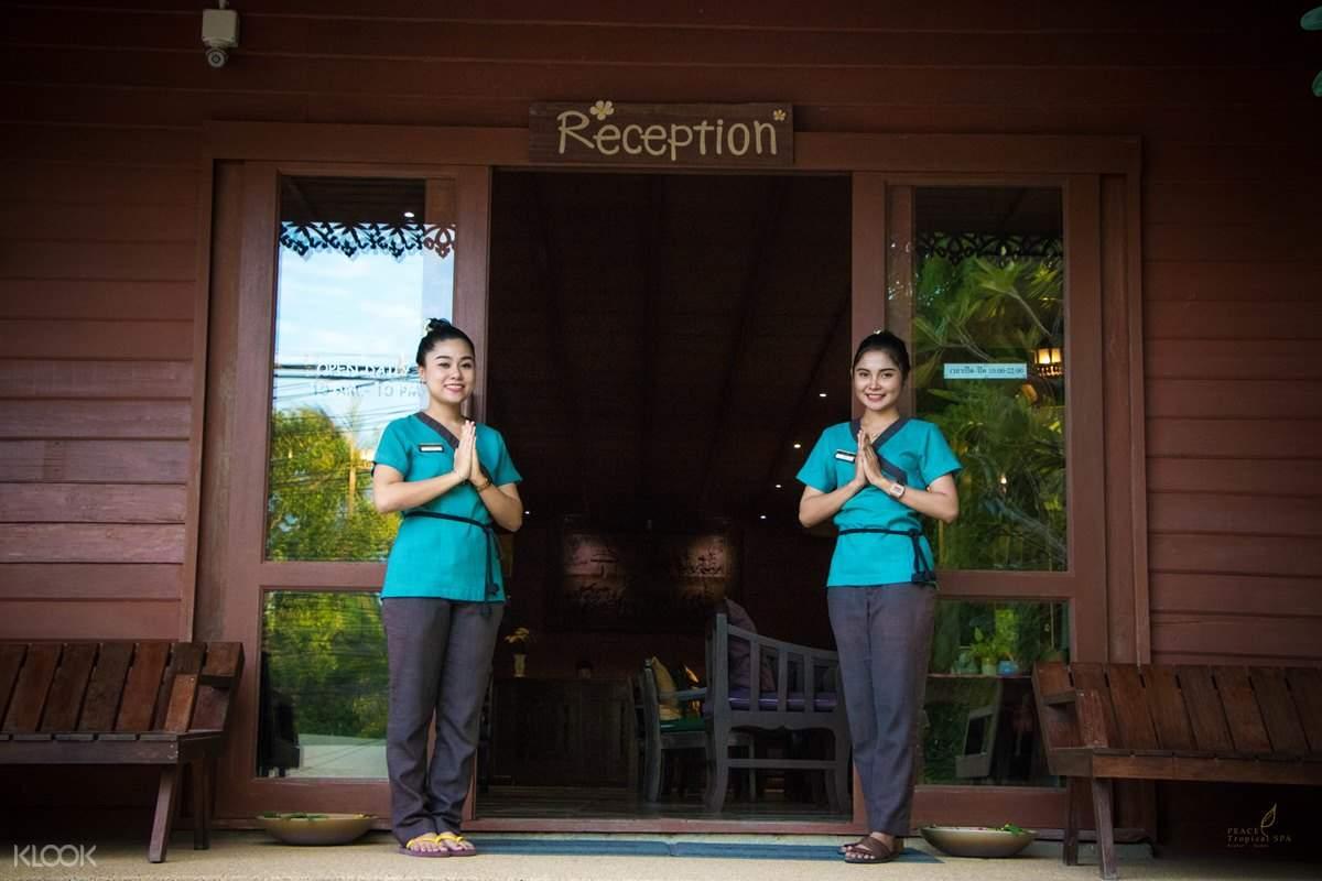 2 spa staff at the door