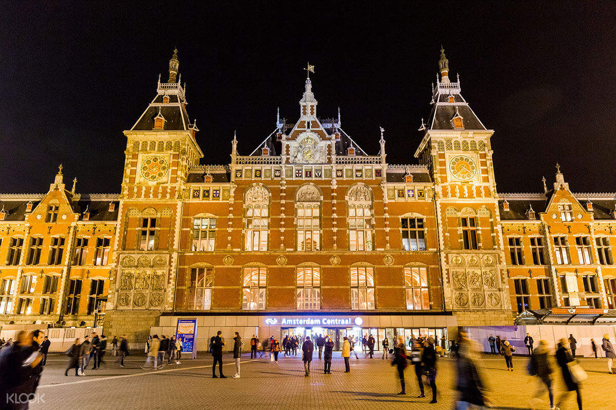 grand cafe restaurant centraal station amsterdam