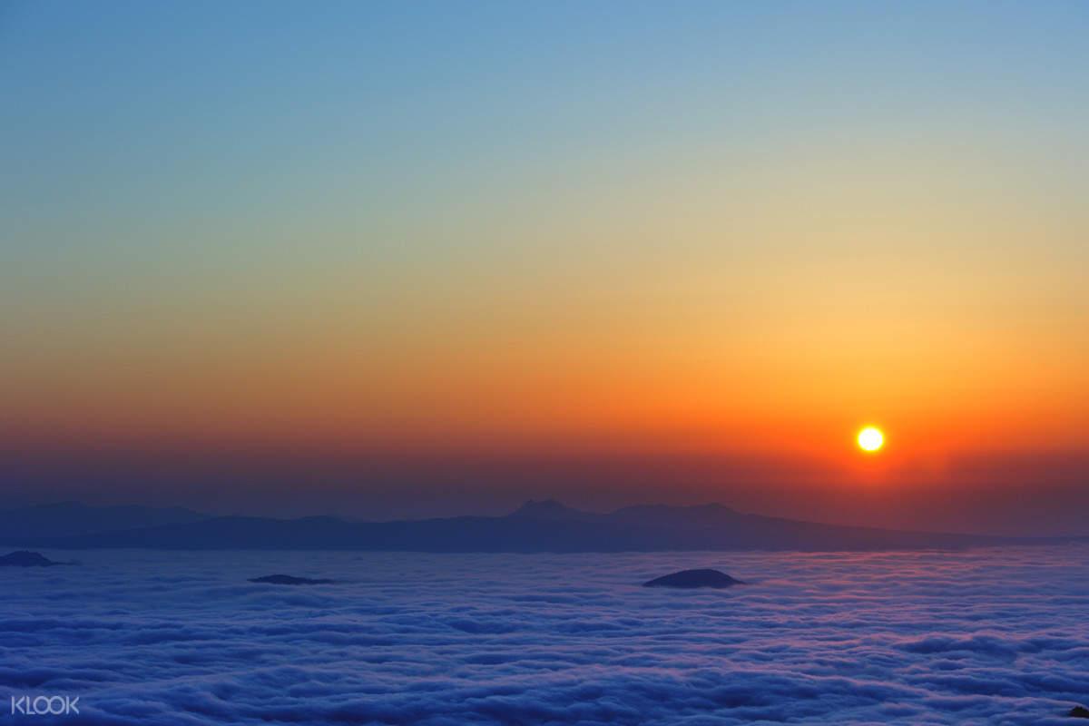 sea of cloud watching experience tsubetsu pass
