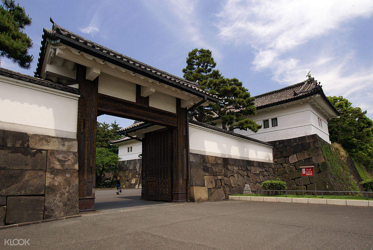 Tokyo Imperial Palace Highlights Tour with National Licensed Guide