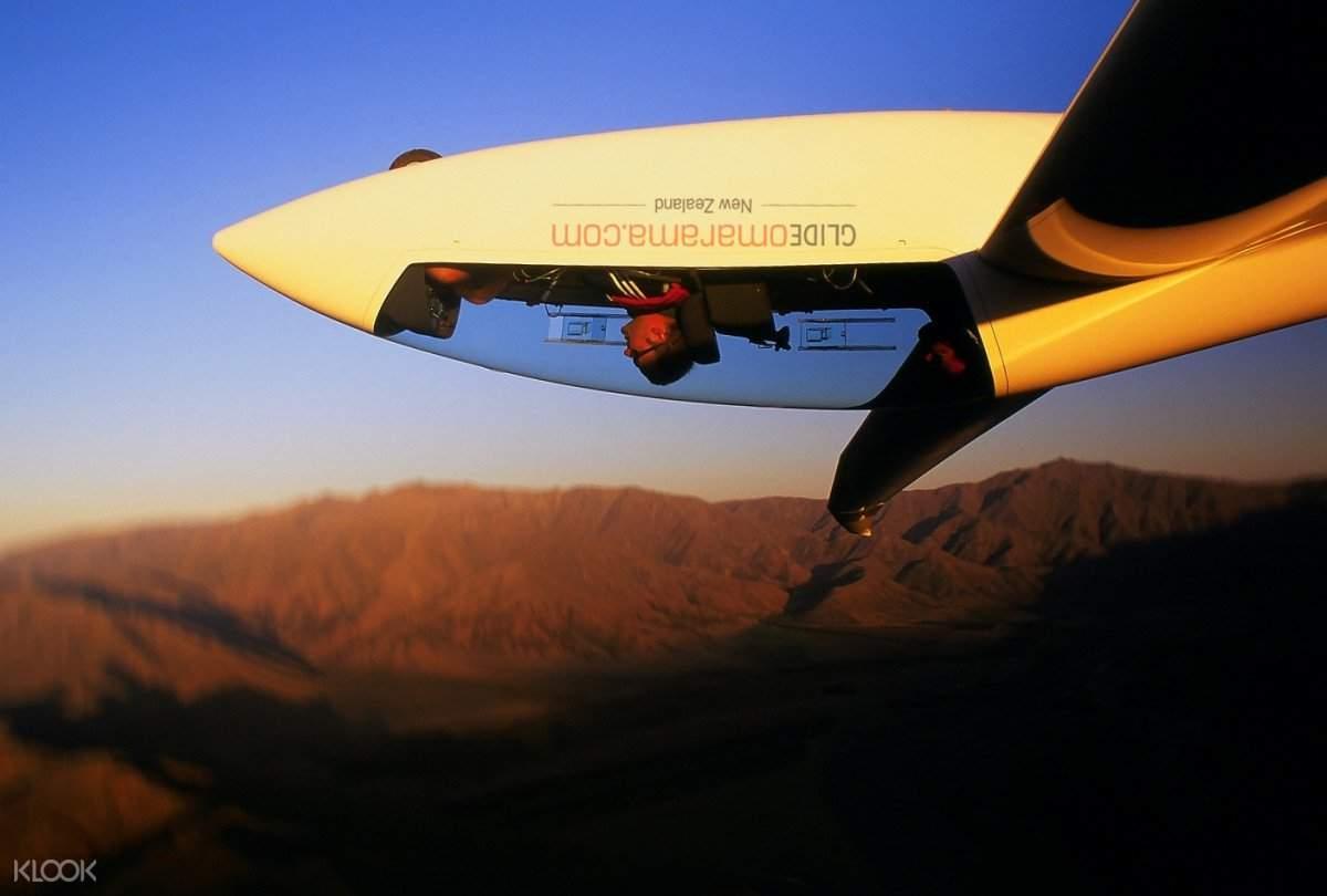 山峰飞行探险
