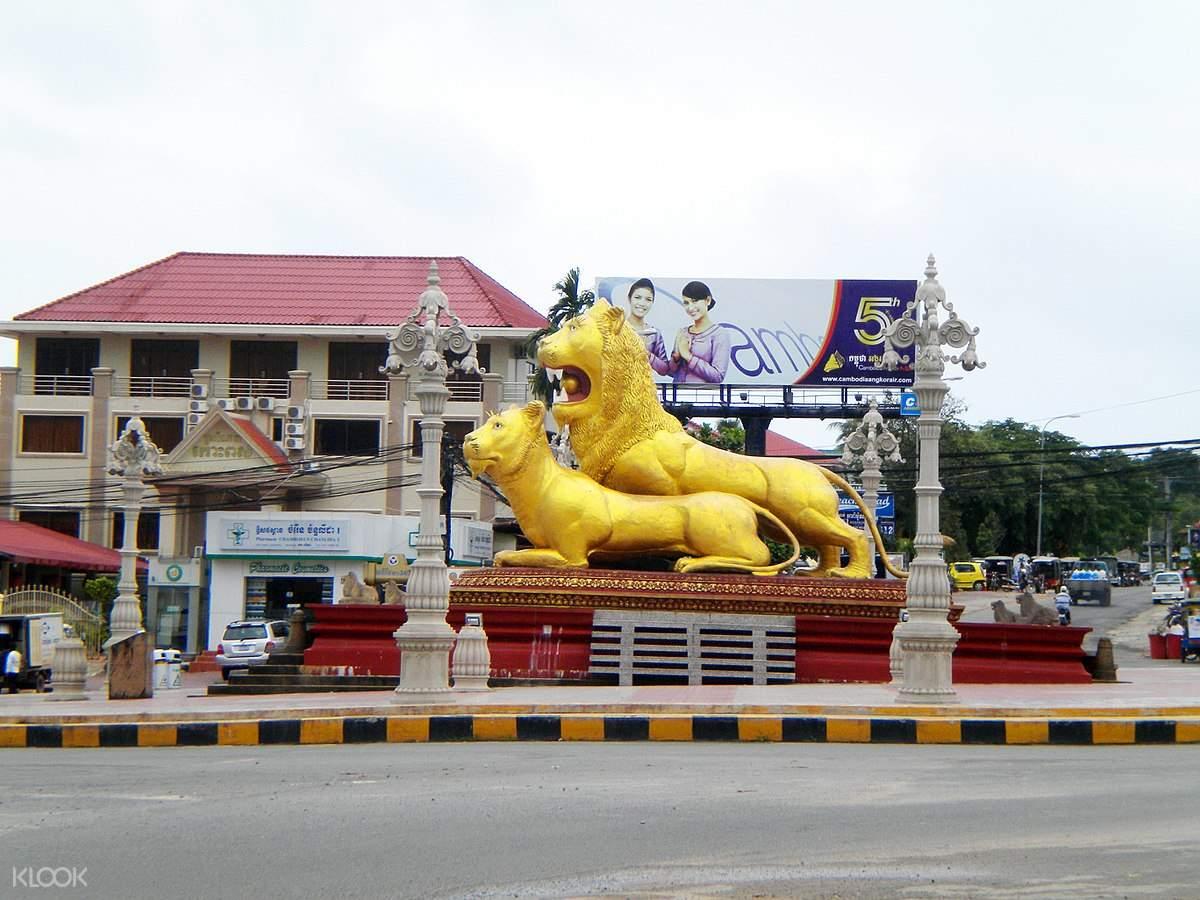 golden lion monument