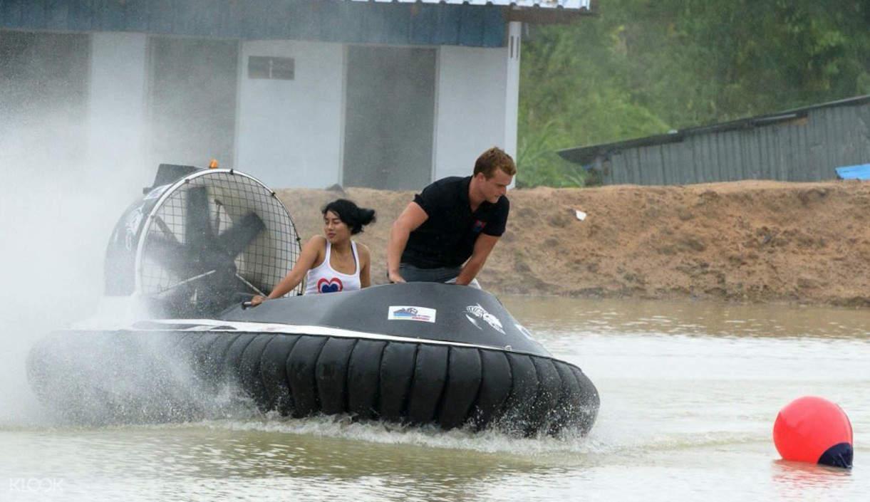 芭提雅 Sanook公园 水上气垫船