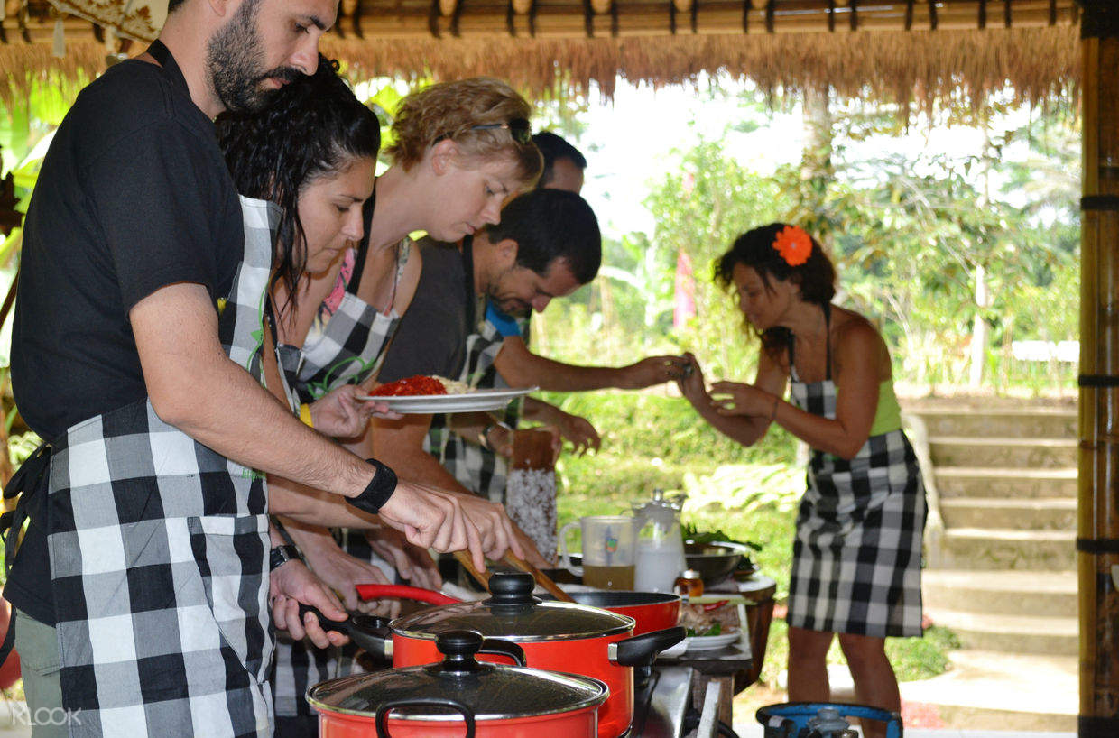 people in a cooking class in bali