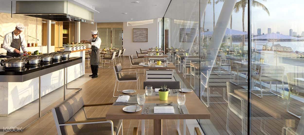 Bab Al Yam池畔餐廳