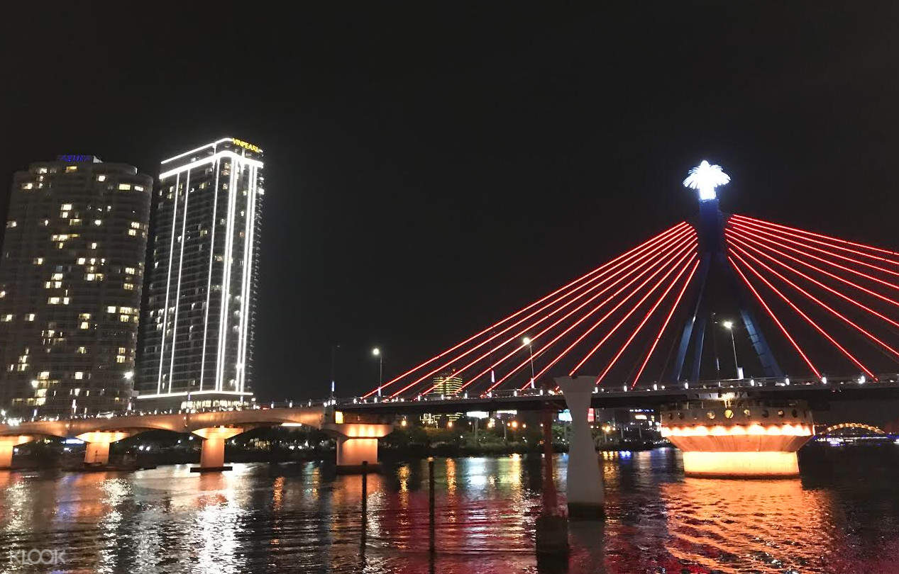 han river view with buildings and bridge