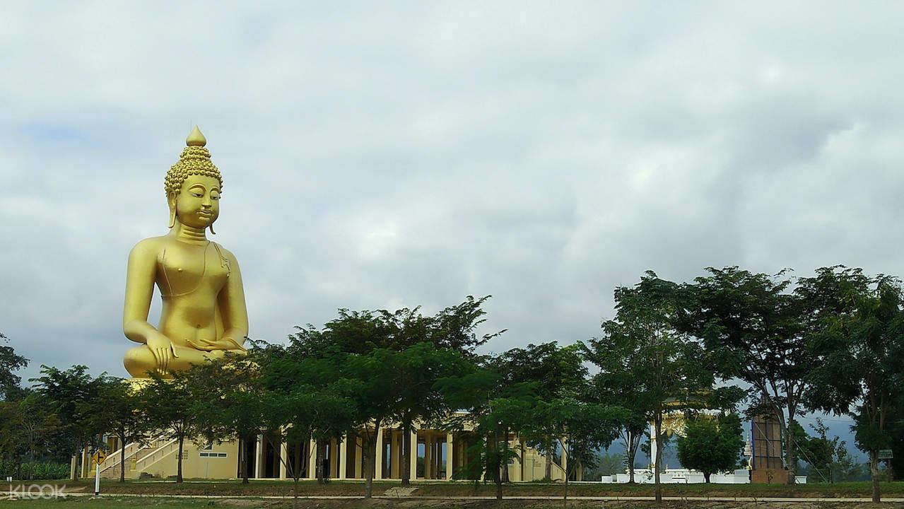 biggest seated buddha chiang rai