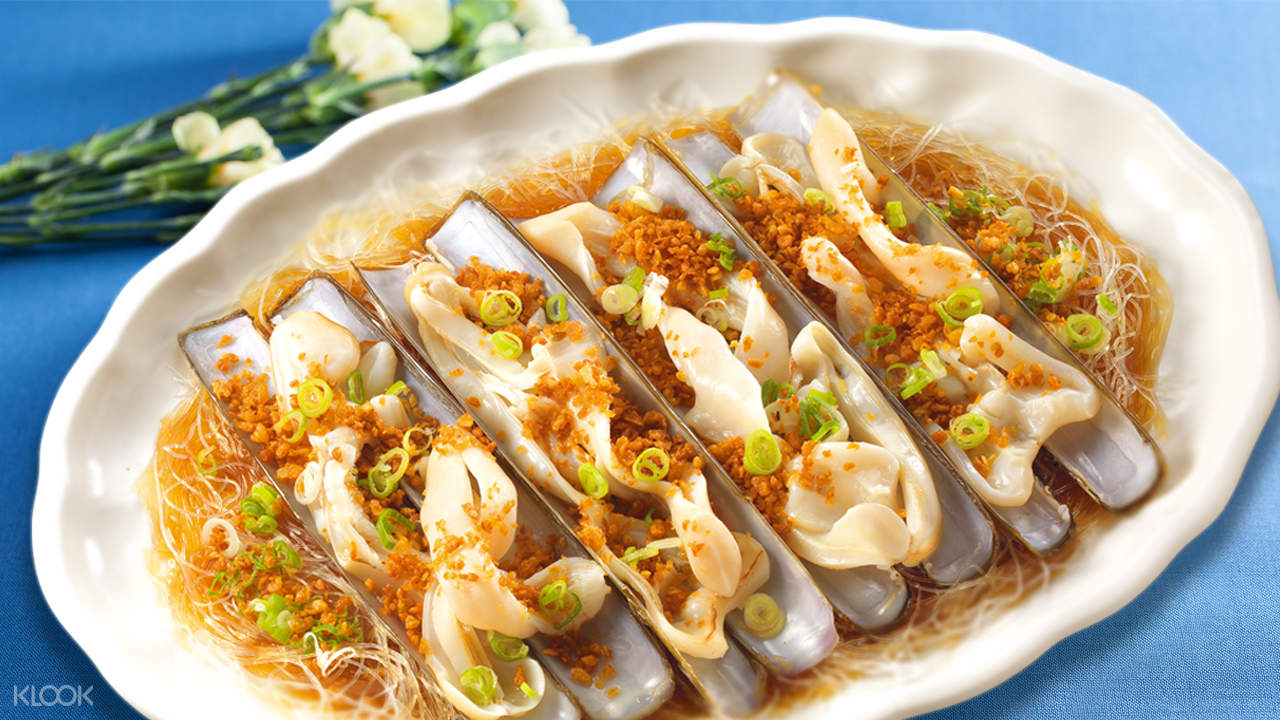 Steamed Razor Clam with Garlic over Bean Vermicelli at King Harbour Restaurant in Fan Ling